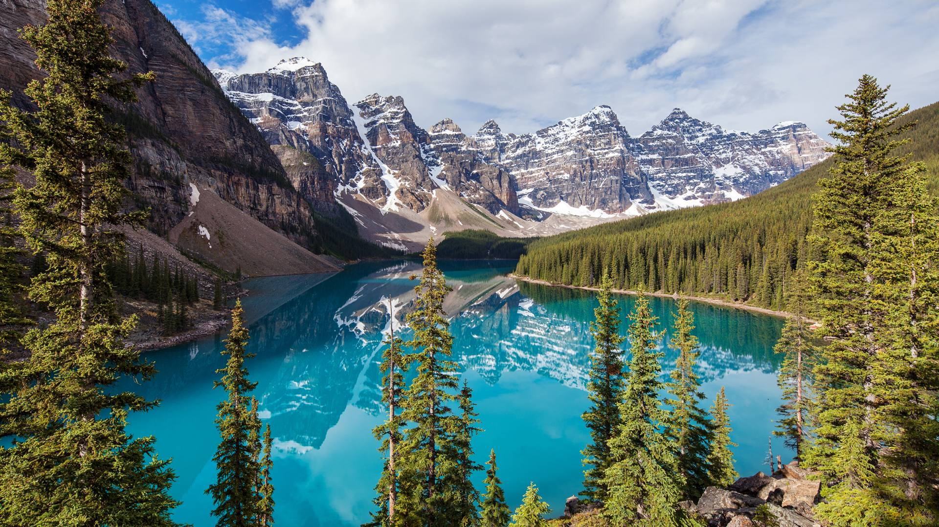 Moraine Lake Lodge Lake Louise Alberta Frontier Canada